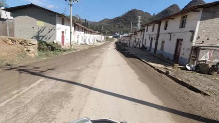 摩托骑行云南一小山村 发现这边正在修大公路了