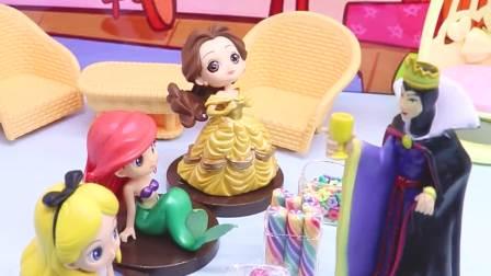 玩具早教宝宝益智:公主们分糖吃,结果少了白雪的糖果