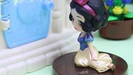玩具早教宝宝益智:白雪为什么会被妈妈叫出去呢?