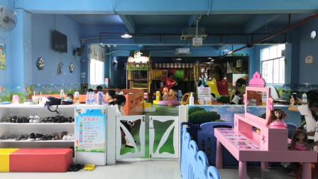 周末孩子们做完作业后,深漂小伙带着孩子们一起去儿童乐园玩