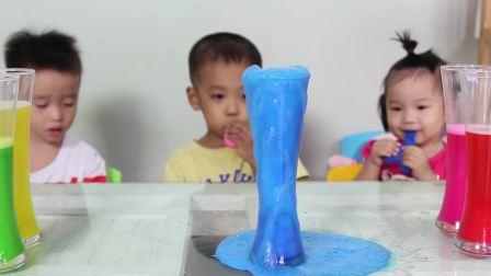美国时尚儿童,萌娃们玩泡沫游戏,太有趣了