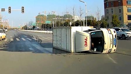 交通事故合集:大货车不保持安全车距,盲目超车让人防不胜防