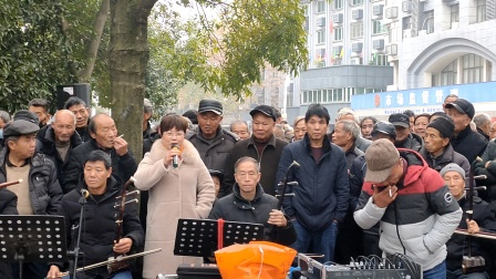 浦江婺剧张淑嫦在周日文化广场娱乐队演唱《苏秀祖居在山荫》