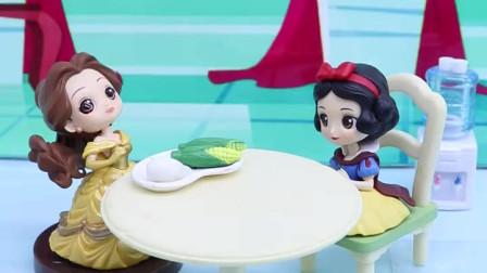 有趣亲子动画幼教:白雪忘记带午餐,妹妹和妈妈给她送饭