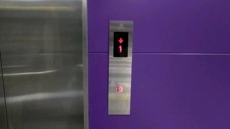重庆轨道交通10号线中央公园站无障碍电梯