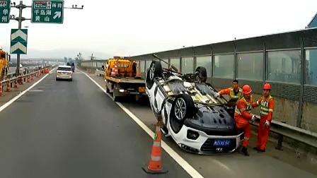 交通事故合集:小车路口争分夺秒,缺乏预判尴尬了