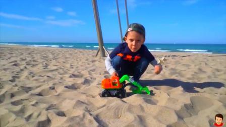 美国时尚儿童,小帅哥在沙滩上玩玩具,太好玩了