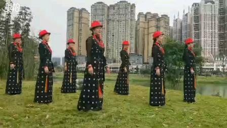 馨兰锅庄,成都卭崃市情满雪域锅庄队示范,(赞美我的家乡):领舞黄丽萍老师。