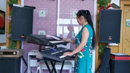 《疼爱妈妈》视频双电子琴演奏