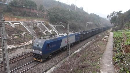 京广线:HXD1B牵引货列通过