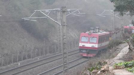 金鹰重工:工程车通过咸宁站方向