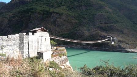 万里长江第一桥,金龙桥,这个季节的金沙江太美了