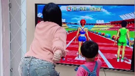 搞笑一家人:媳妇为了跑第一裤子都破了 笑的腰都起不来