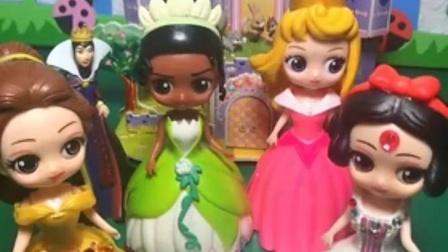 亲子有趣幼教玩具:公主们玩抽签游戏