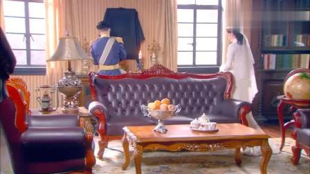 将军让新婚老婆祭拜亡妻,哪料一看到遗照,妻子吓得惊声尖叫!