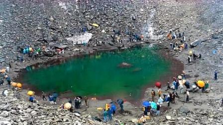 """非洲""""杀人湖""""夺走2000人,专家将水抽干后,在湖底找到凶手"""