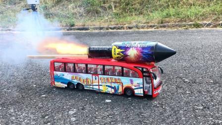 """牛人改造大巴车,安装""""花式烟花"""",点燃后画面惊艳了!"""