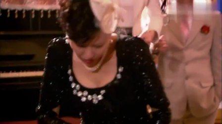 黑老大的女人被逼陪客人跳舞,他一出场,客人吓得直扇自己大耳光