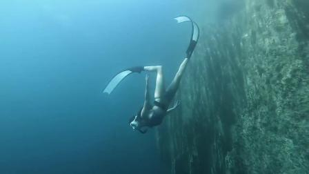 在 barracuda 湖自由潜水,完全放松