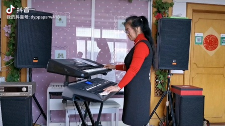 《泉水叮咚咚响》视频双电子琴演奏