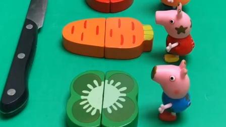 给小猪一家切水果,结果把他们都吓跑了