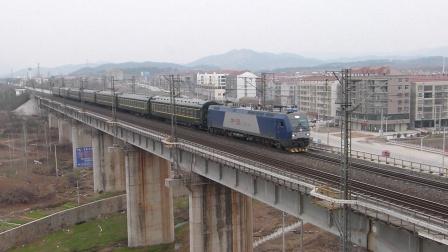 京广线:武江HXD1B牵引旅游专列通过