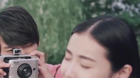 男子用相机为女友拍照,洗出照片后,却发现上面根本就没有人!