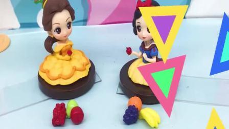 儿童益智玩具:贝儿分享水果给白雪,爱洛和灰姑娘都来了,这下水果不够分了