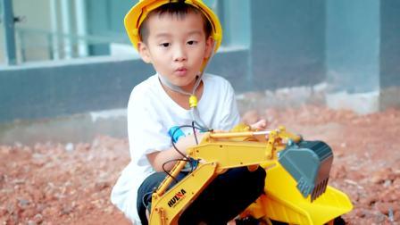 美国儿童时尚,小宝贝自己开挖掘机,快来瞧一瞧