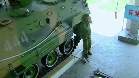 士兵突击:许三多彻底自闭,躲在战车里不出来,就当自己死了!