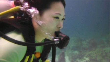 #潜水技巧无戴面镜潜泳#必训潜水安全技巧之一#防止万一在潜水过程中面镜被人踢掉或松脱时学生会因此产生恐慌和呛水出事#训练后如有此类状况发生潜水员会冷静安全应对