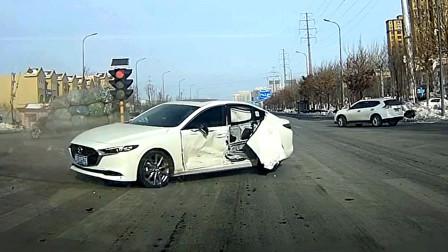 交通事故合集:高速错过路口连续变道,急刹避让都来不及