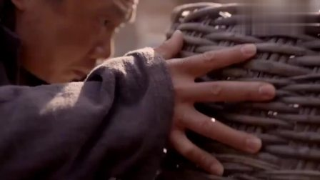 女乞丐竟在饥荒年代,给帮过自己的光棍寄来粮食,光棍感动大哭!