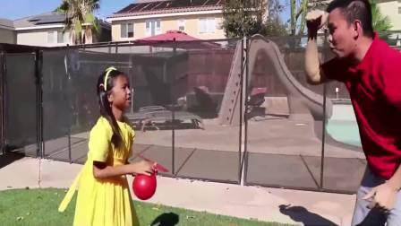 国外儿童时尚,宝爸不能把气球吹大,看看小女孩是怎么解决办法的