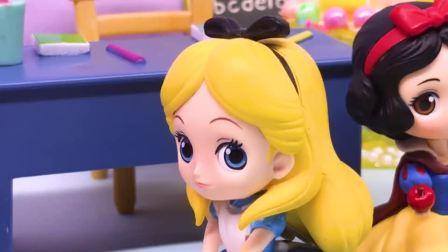 亲子早教宝宝玩具,大家都学爱丽丝说话,结果发现是大家开的玩笑