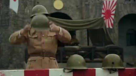 战士三人守着军火库,人手一把机关枪,鬼子刚路面就被打成筛子