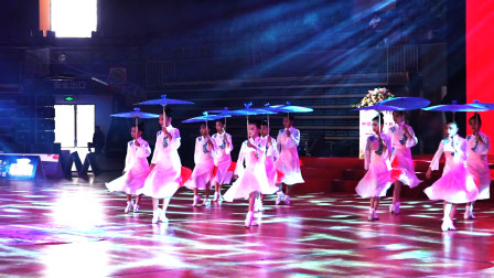 优质舞蹈:团体拉丁伞舞《葬心》,服装变换让您吃惊!