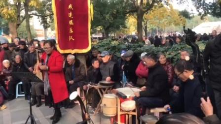 浦江婺剧杨爱仙在周日文化娱乐队演唱《西关外》