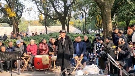 浦江婺剧吴明德在周日文化广娱乐队演唱《板登龙》