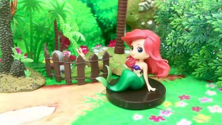 亲子早教宝宝玩具,葫芦娃拯救美人鱼,要与僵尸进行拔河比赛
