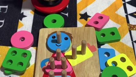套柱是18-36个月宝宝成长的益智玩具,通过它可以让宝宝认知颜色,锻炼手眼协调和思维逻辑能力