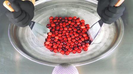 鲜红蔓越莓制作美味炒冰淇淋,新奇趣味美食!