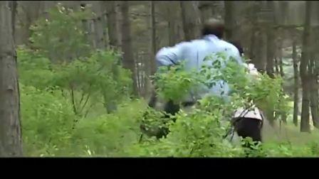 影视:黑老大要潜逃,女县长拉住他,黑老大怒了朝县长开枪