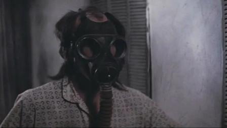 R级黑色电影,从被囚禁到反杀逃跑,儿子被母亲欺骗了35年