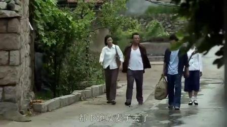 父母爱情:江德福跟小孩打听人,小孩竟说在坟里,亚菲乐的肚子疼