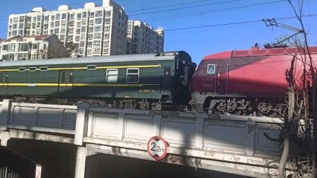 K216次列车晚点一小时通过天津新开路地道(20201207)