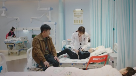 《了不起的儿科医生》谷佳人发现问题毛毛爸觉得没病抱起孩子就走