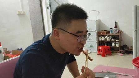 西安小伙娶个广东媳妇,吃饭吃不到一起,自己买份猪耳朵,太香了