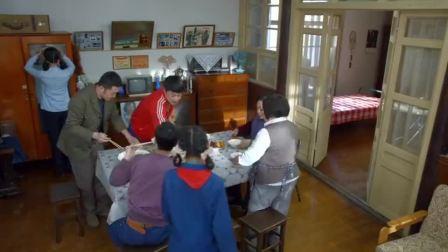 平凡岁月:只是一顿排骨,全家人都抢着吃,大雅却吃的摔筷子