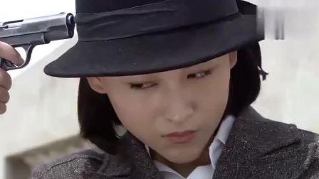 飞哥大英雄:亚萍为父报仇一枪打断董鹏的腿,不料彩霞竟将她放走